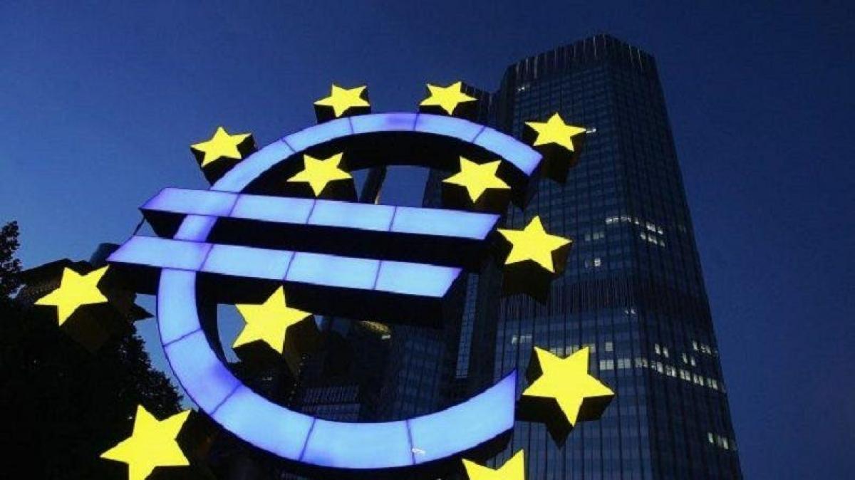 """""""Dinheiro novo já"""" e emissão conjunta da dívida são dois factores que o Primeiro- Ministro quer pedir à União Europeia."""